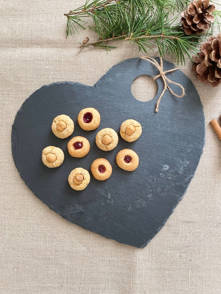 Biscotti di Natale o biscottini natalizi con nocciole e marmellata, biscotti alla Ussara o biscotti degli Ussuri e Nusshufeli