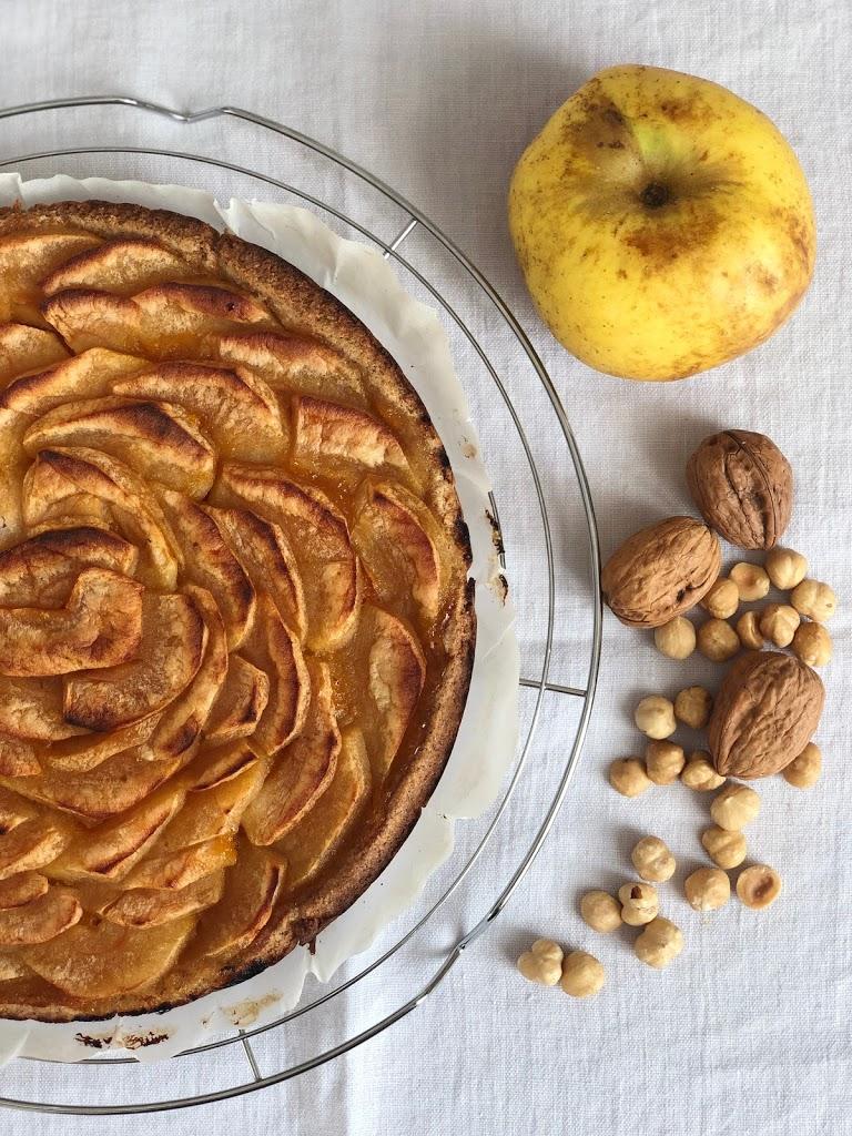 Linzer Torte con mele renette e marmellata di albicocche con farina di mandorle e farina di grano saraceno