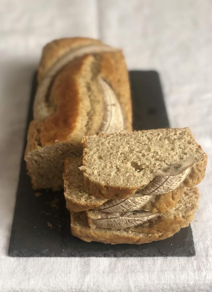 Banana bread integrale con latte di nocciole e farina di riso integrale, senza latticini