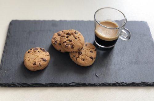 Cookies con latte di nocciole e gocce di cioccolato, con farina di riso e farina di riso integrale