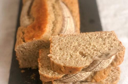 Banana bread senza latticini, con farina di riso integrale e latte di nocciole
