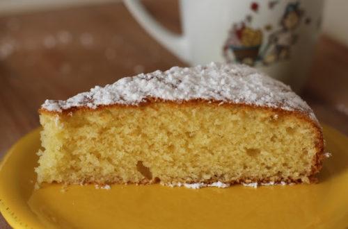Torta morbida, senza burro, senza latticini, con olio di mandorle, farina di riso e farina di miglio, torta per la colazione