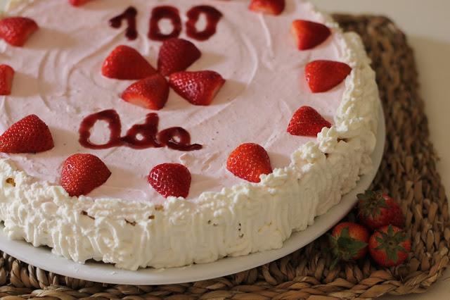Torta Pan di Spagna, mimosa, senza lattosio, con panna e fragole, torta per il compleanno, con farina di riso