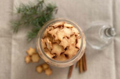 Stelline natalizie, biscotti di Natale, al burro e alla cannella, con farina di riso e farina di mais