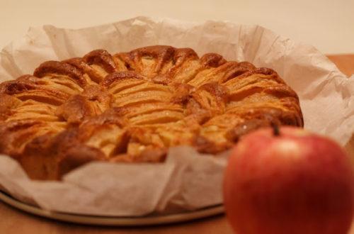 Torta di mele rosse, con farina di riso e farina di mais o farina di miglio bruno, senza lattosio, con burro delattosato