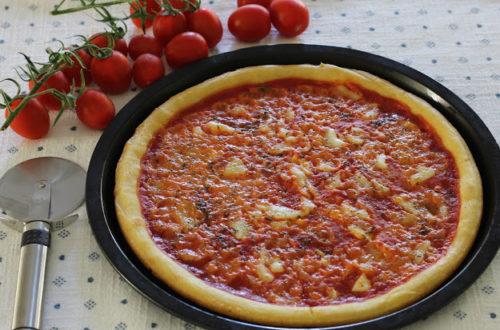Pizza margherita, senza lattosio, con pomodoro e mozzarella, con farina di riso, farina di mais, farina di teff