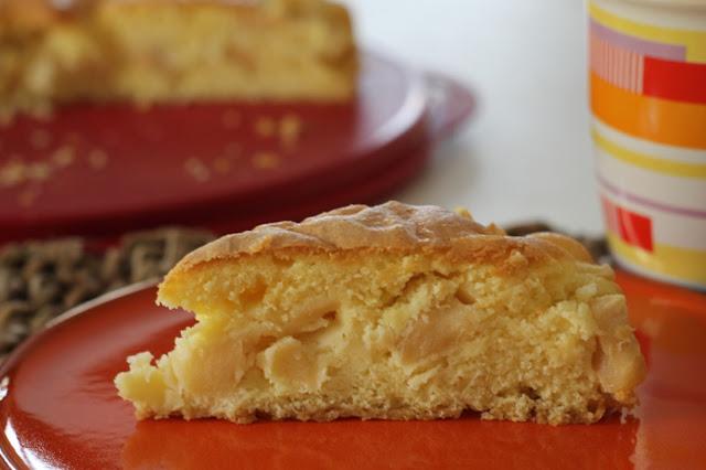 Torta di mele gialle con farina di riso, di mais e di miglio bruno