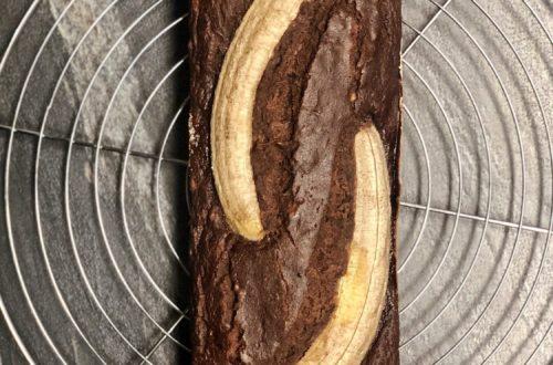 Banana bread al cacao senza lattosio con latte di kefir e olio di cocco con farina di riso integrale