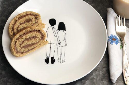 Rotolo di Pan di Spagna alla crema di arachidi con poco zucchero di cocco, senza latticini, con latte vegetale