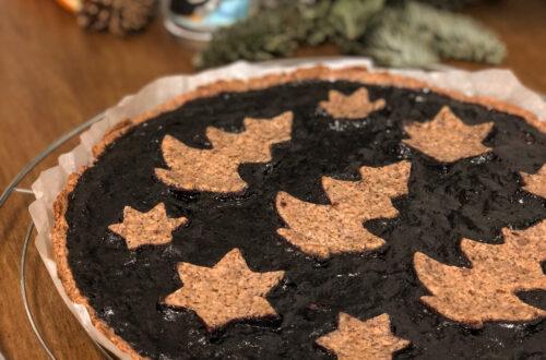 Linzer Torte senza latticini, con crema di mandorle, sciroppo d'acero, farina di grano saraceno, farina di mandorle