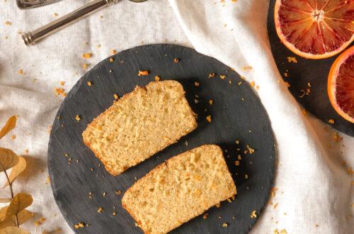 Arancia bread con farina di riso finissima o integrale, mandorle, latte di avena o di soia, eritritolo, arance rosse e senza latticini