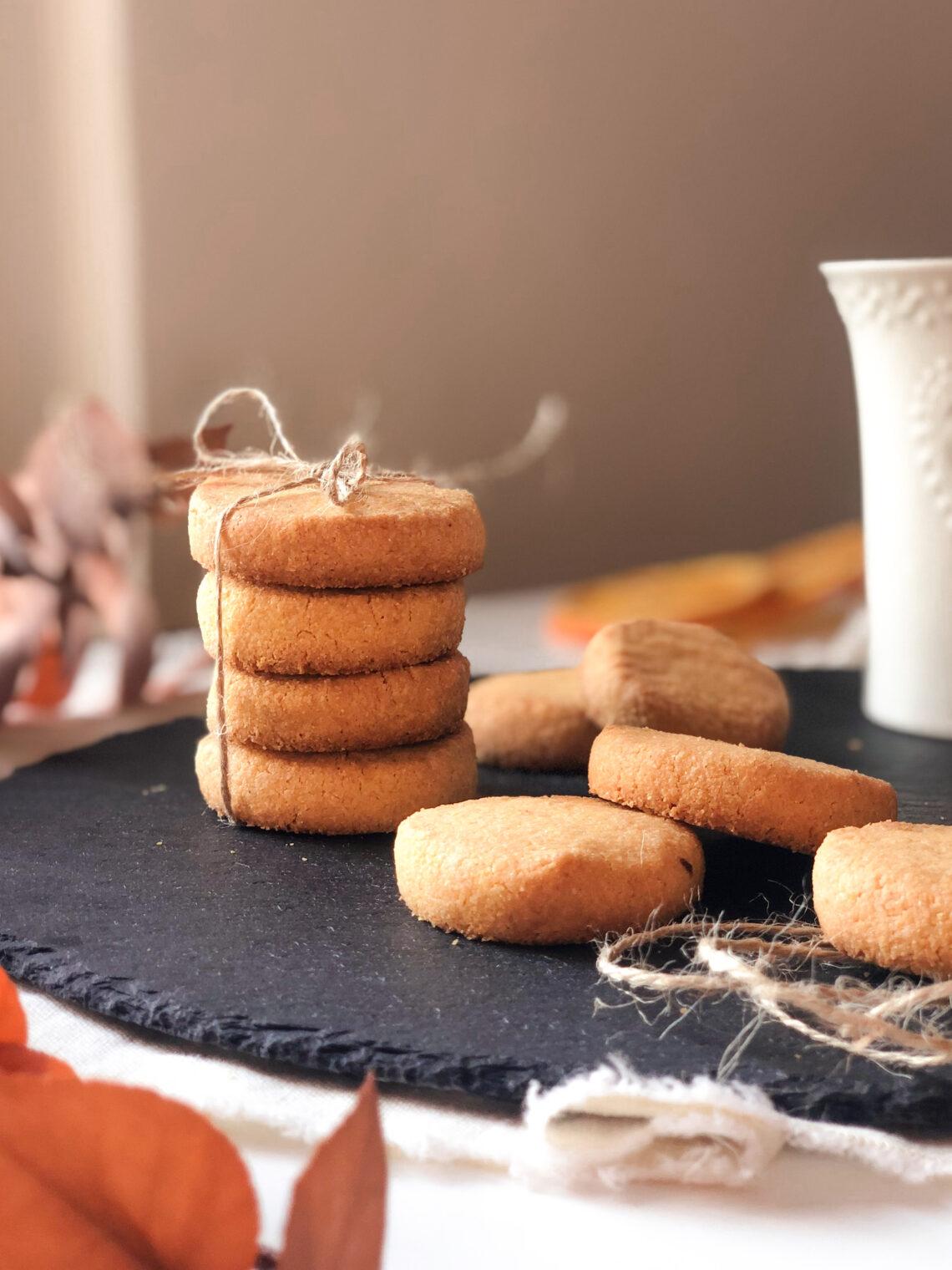 Biscotti con farina di mais fioretto, farina di riso integrale, burro chiarificato, senza lattosio
