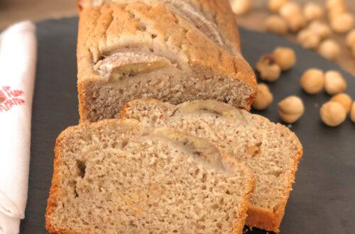 Banana bread senza glutine con farina di riso finissima e farina di nocciole, senza latticini e con eritritolo