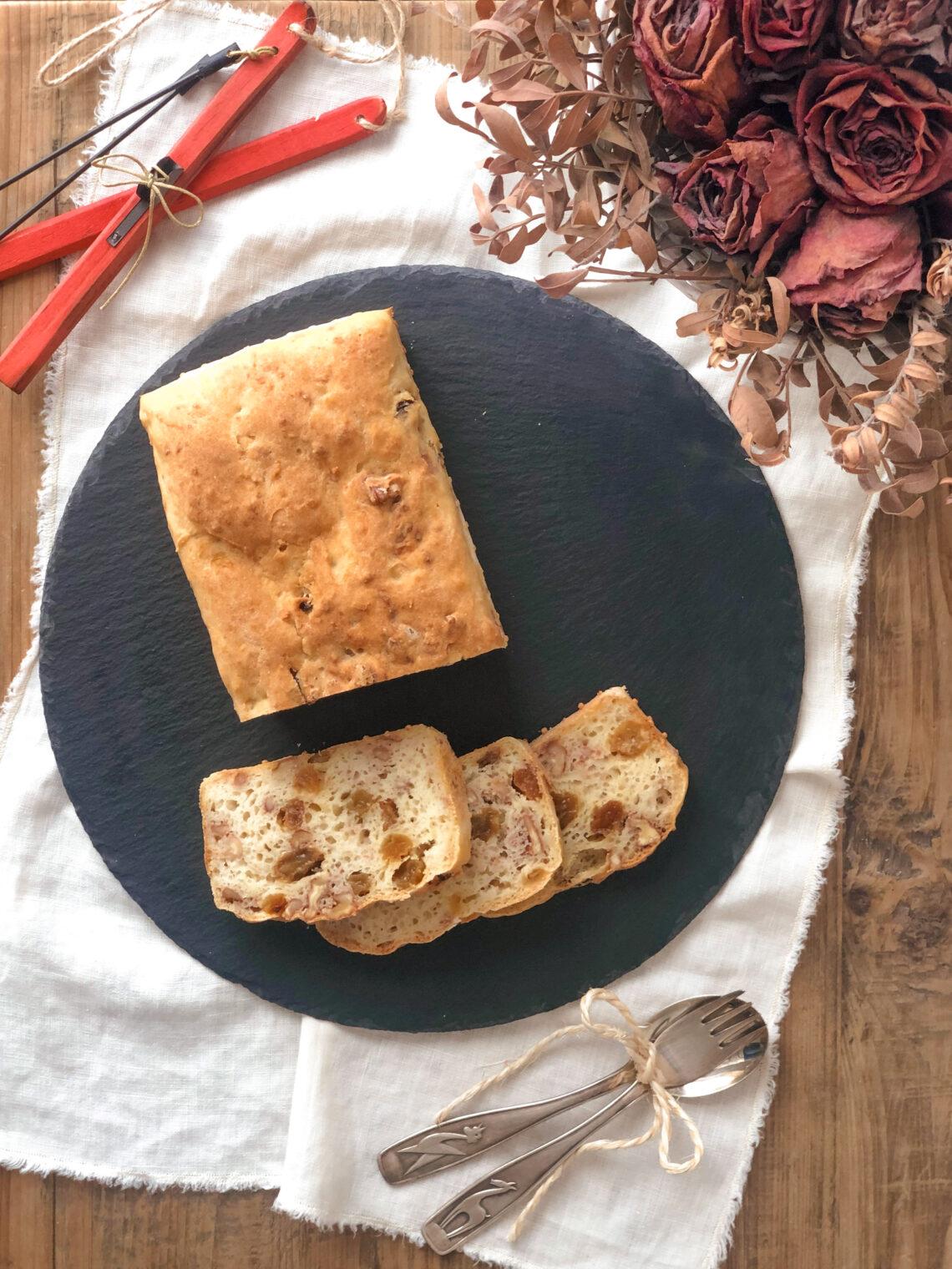 Pane alle mele con vino bianco, uvetta, noci, con latte di soia, farina di riso e farina di mais, pancarrè delle Dolomiti