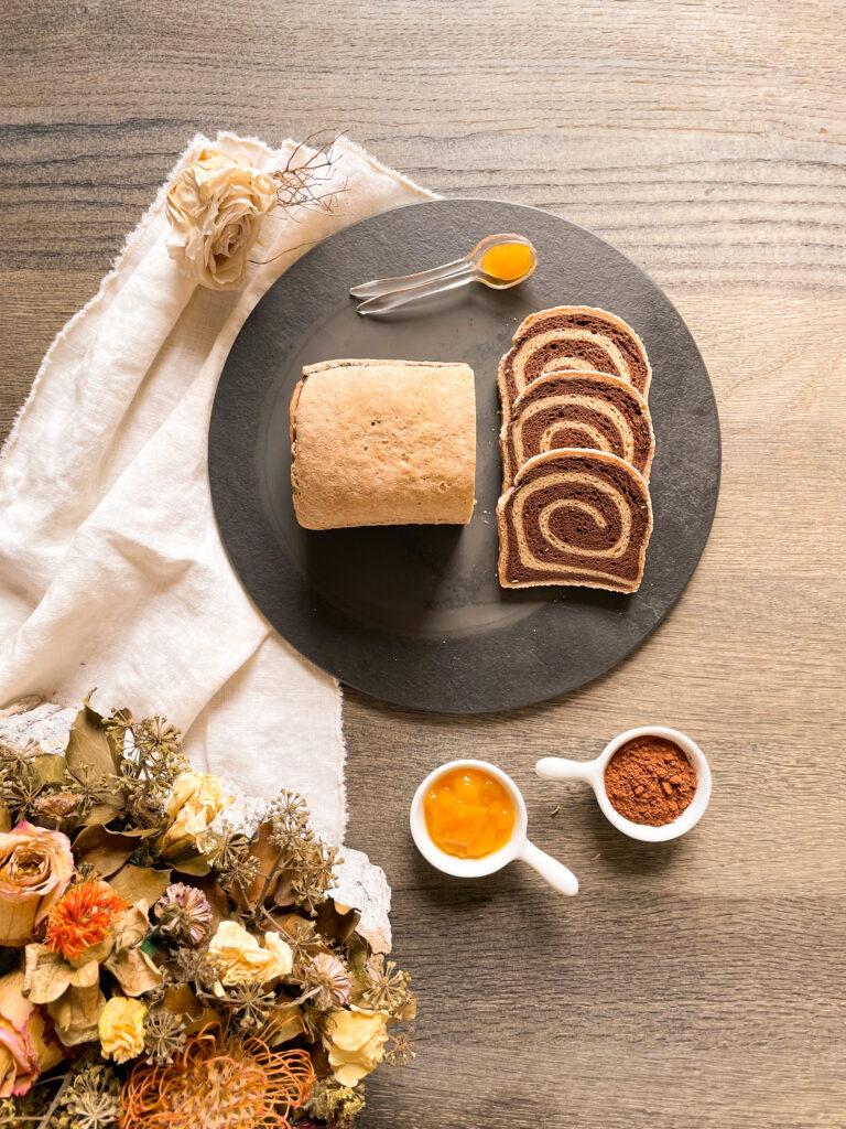 Pancarrè bicolore al cacao con una miscela di farine naturalmente prive di glutine, senza lattosio, senza burro, senza uova, senza latticini