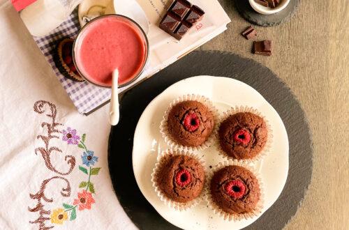 Muffin senza lattosio con burro chiarificato, cioccolato fondente e farina di riso finissima con crema di lamponi freschi
