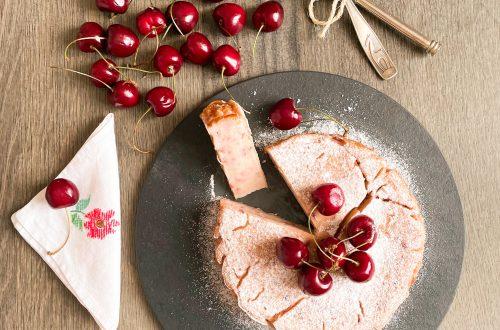 Moelleux alle ciliegie senza latticini, senza farina, con crema spalmabile alla soia e yogurt di soia